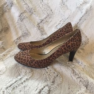 Bandolino B Flexible Leopard Print Pumps size 8.5